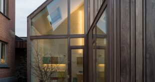 """Declerck-Daels Architecten verwendete verschiedene Holzsorten und """"frivole"""""""