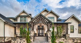 Plan 101D-0050 - The architectural details on the entry of this Craftsman home a...